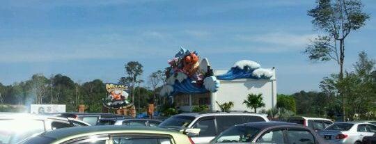 Melaka Wonderland Theme Park & Resort is one of Melaka.