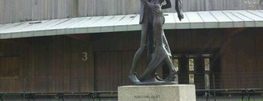 Romeo and Juliet Statue is one of Must doooo.