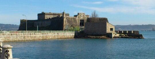 Castelo de San Antón is one of Museos A Coruña.