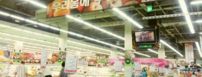 농협하나로클럽 is one of The 15 Best Places for Organic Food in Seoul.