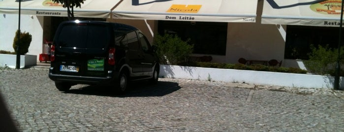 Dom Leitão is one of Sítios.