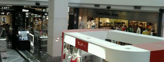 Alcorta Shopping is one of Shoppings.