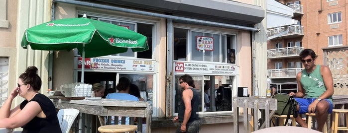 Vito's on the Beach is one of Long Beach.