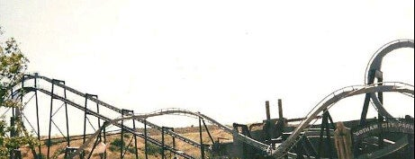 Six Flags Magic Mountain is one of I  2 TRAVEL!! The PACIFIC COAST✈.