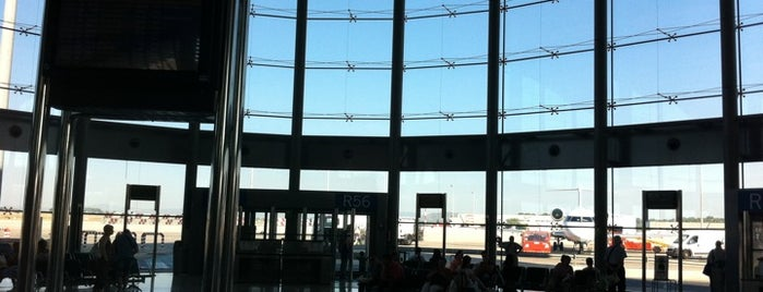 Valencia Airport (VLC) is one of Free WiFi Airports 2.