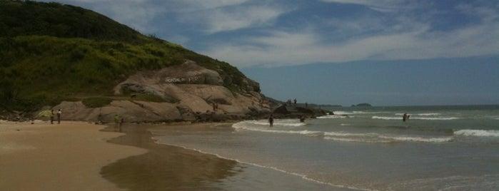 Praia do Peró is one of Região dos Lagos.