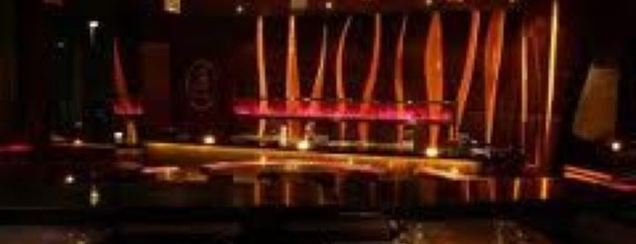 Blowfish Kitchen and Bar is one of Surabaya Nightclub.