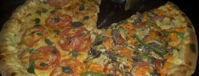 Giga Pizza is one of 100 Melhores Programas em Teresina - Pi.