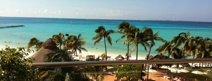 Beach Club Grand Coral is one of Visitas.