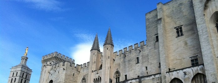 Palais des Papes is one of Bucket List Places.