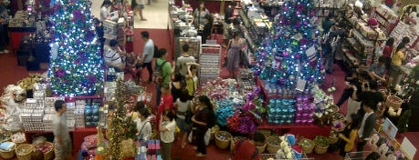 VivoCity is one of Shopping: FindYourStuffInSG.