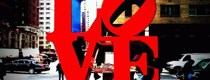 LOVE Sculpture by Robert Indiana is one of New York for the 1st time !.