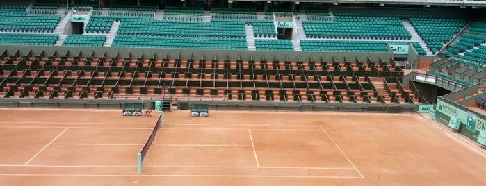 Roland Garros Check n Play is one of Outro.