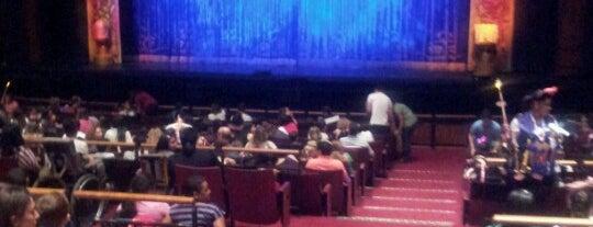 Teatro Bradesco is one of to go / go back.