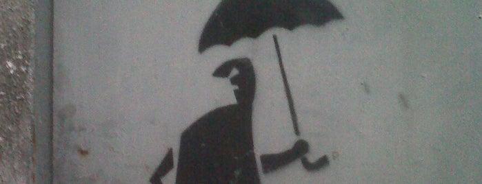 Facet z parasolem is one of Street Art w Krakowie: Graffiti, Murale, KResKi.