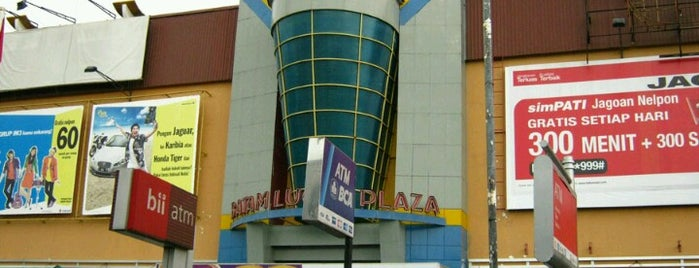 Lucky Plaza is one of Malls in Batam.