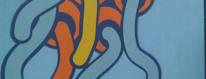 wyspa na przejściu dla pieszych (Jote?) is one of Street Art w Krakowie: Graffiti, Murale, KResKi.