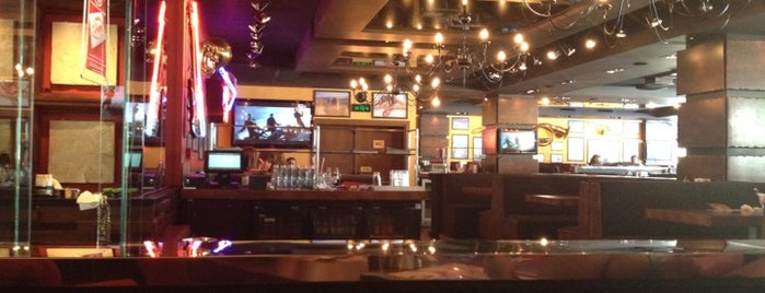 Happy Bar & Grill Burgas Center is one of Bulgariaaaa 🍹☀.