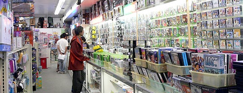"""Toys""""R""""Us is one of Best Retrogaming Shops."""