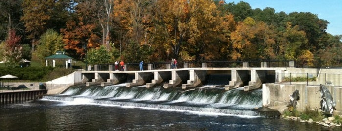 Rockford Dam Overlook is one of Parks/Outdoor Spaces in GR.
