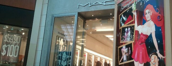MAC Cosmetics is one of Orlando - Compras (Shopping).
