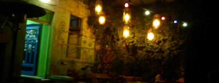 Bujdosó Kert is one of Itt már italoztam....