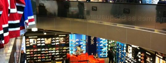 Modell's Sporting Goods is one of Nova York 2014.