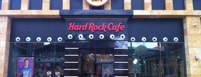 Hard Rock Cafe Sentosa is one of Hard Rock Cafés I rocked.