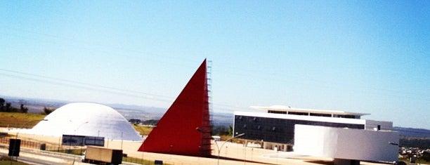 Centro Cultural Oscar Niemeyer is one of Pontos Turisticos Essenciais Goiania.