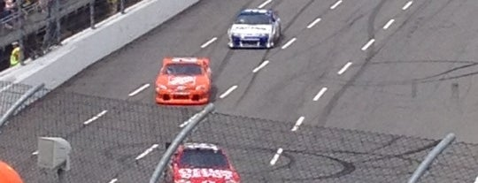 Martinsville Speedway is one of Best Nascar Race Car Tracks.