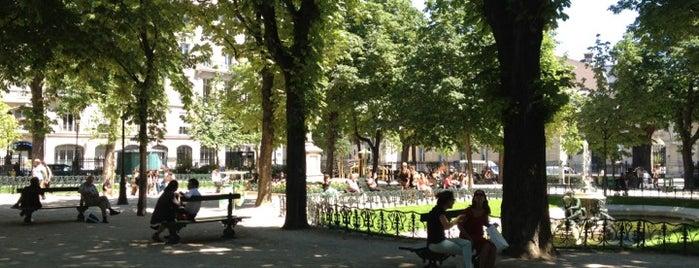 Square Émile Chautemps is one of Parcs, jardins et squares - Paris.