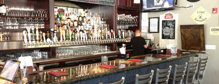 Rueben's Burger Bistro is one of Best Bars in Colorado to watch NFL SUNDAY TICKET™.