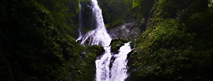 雨乞の滝 is one of 日本の滝百選.