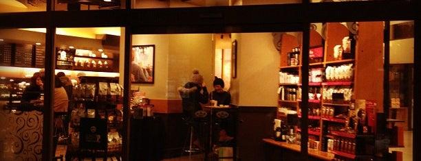 Starbucks is one of 大阪.