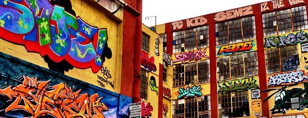 5 Pointz is one of Queens.