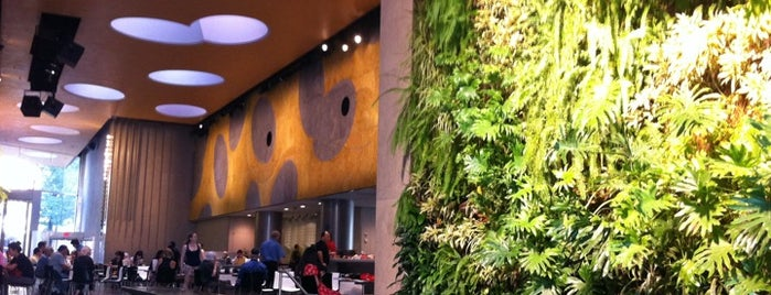 David Rubenstein Atrium at Lincoln Center is one of Best coffee shops for meetings and laptop work.