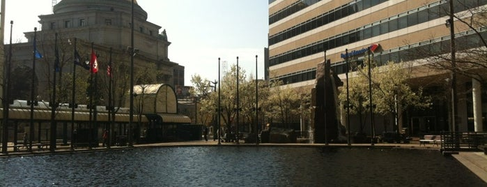 Fountain Plaza is one of StorefrontSticker City Guides: Buffalo.