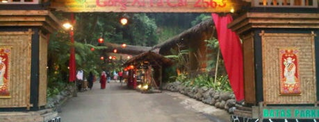 Kampung Daun Culture Gallery & Cafe is one of Bandung Food Foursquare Directory.