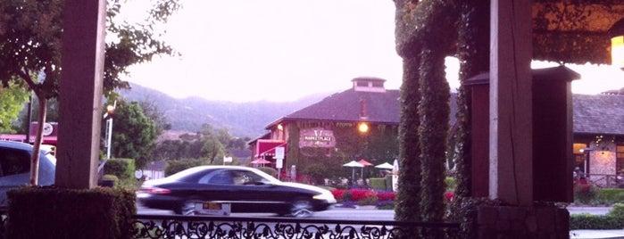 Hurley's Restaurant is one of Best Outdoor Eating / Drink Spots.