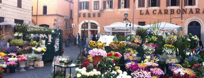 Campo de' Fiori is one of Rom.