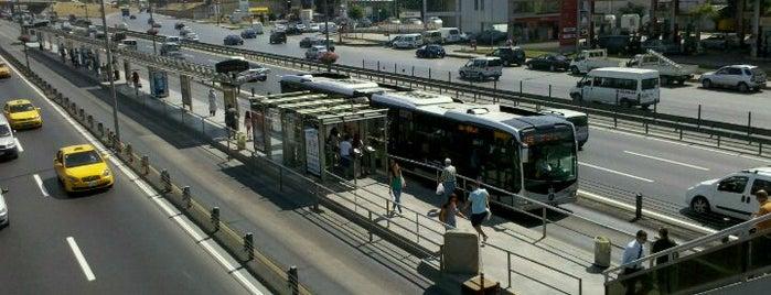 Cevizlibağ Metrobüs Durağı is one of Metrobüs Durakları.