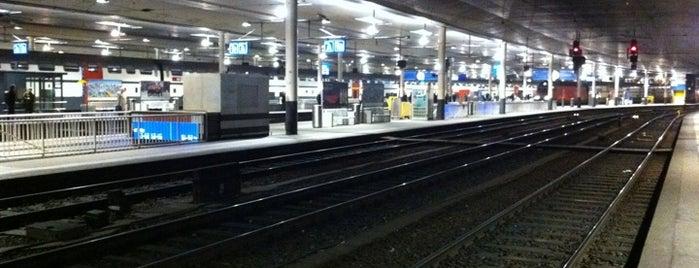 Bern Railway Station is one of Bahnhöfe.
