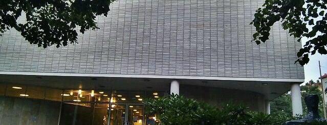Töölön kirjasto is one of HelMet-kirjaston palvelupisteet.