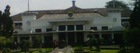 Balai Kota Bandung is one of My Hometown.