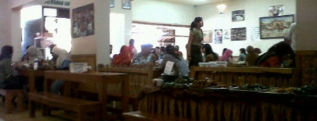 Nasi Bancakan Mang Barna & Bi O'om is one of Bandung Tourism: Parijs Van Java.