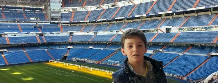 Estadio Santiago Bernabéu is one of Conoce Madrid.