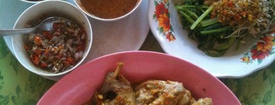 """Ayam Betutu Men Tempeh is one of Bali """"Jaan"""" Culinary."""