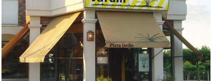 Pizza Jardín is one of Mis restaurantes favoritos.