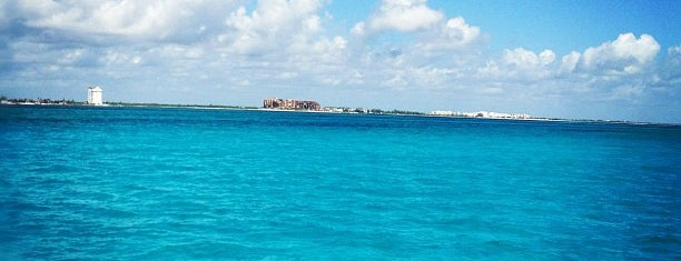 Caribbean Sea is one of Explore the Mayan Paradise: Cancún #4sqCities.