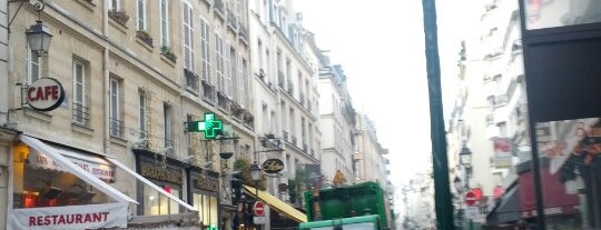 Drôle d'Endroit pour une Rencontre is one of targets.